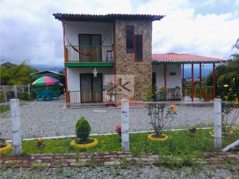 se vende casa campestre entre circasia y montenegro