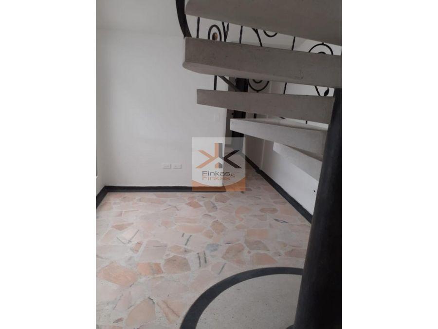 se vende apartamento duplex en el centro de armenia