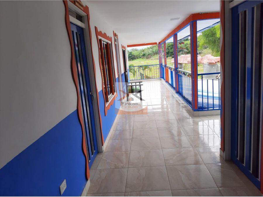 se vende finca chalet de 24000 m2 en quimbaya