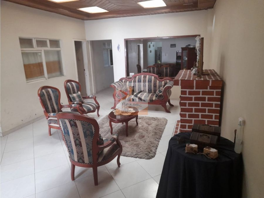 se vende casa en caicedonia sector centro