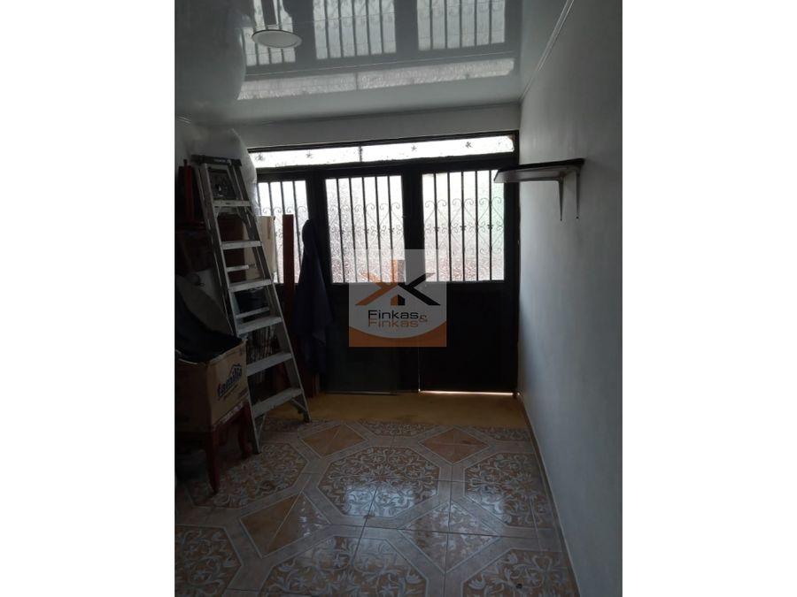 se vende casa dos rentas en montenegro