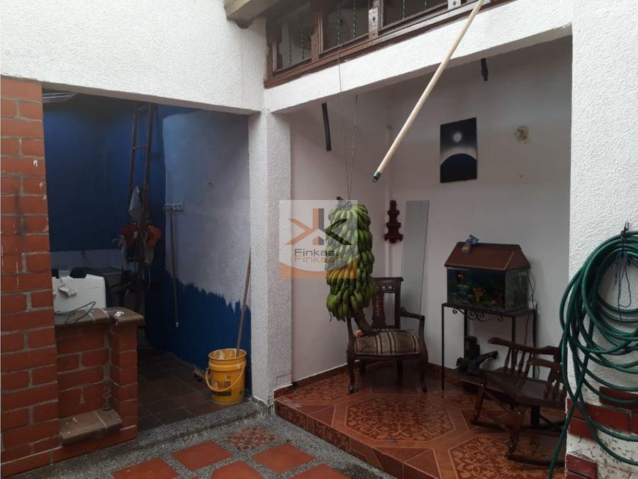 se vende casa s las acacias armenia