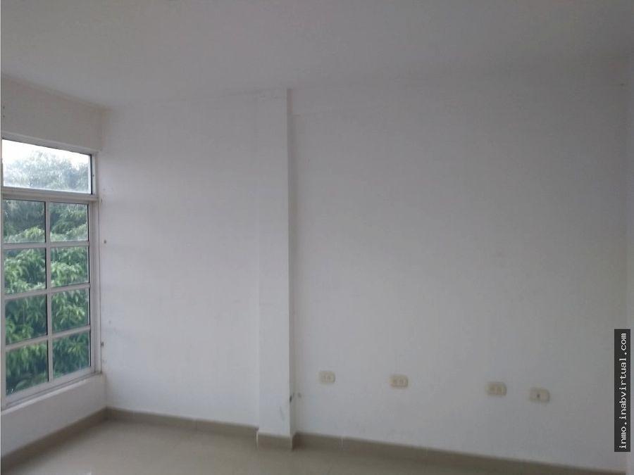 vendo edificio de 3 pisos frente avenida cartagena