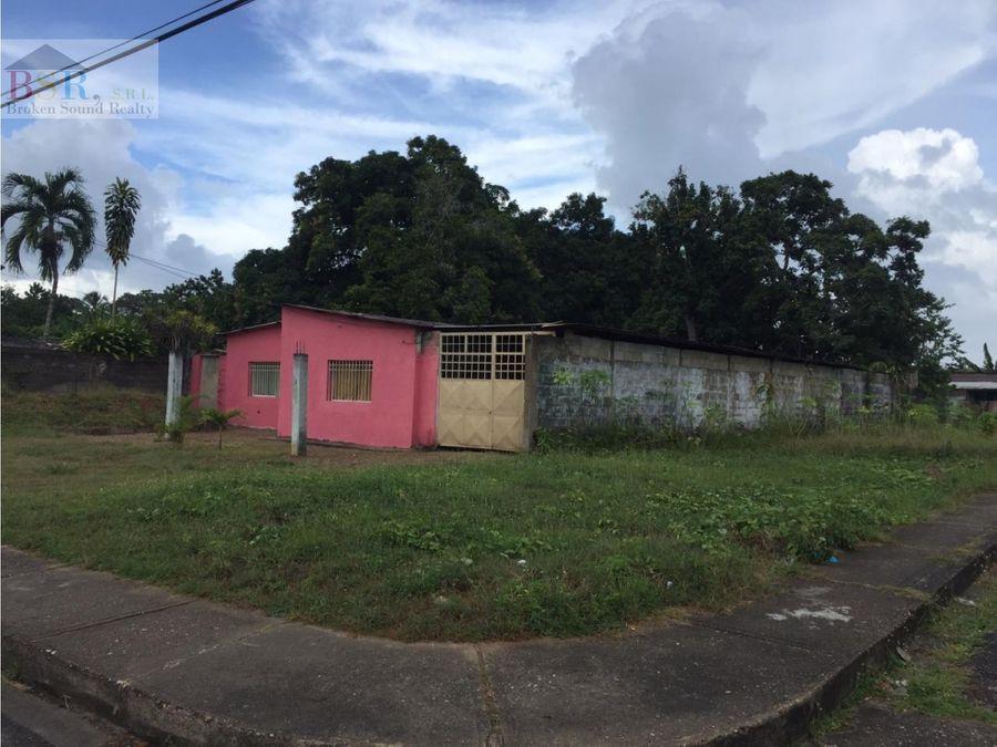 broken sound realty vende casa de esquina en la linea via la pica