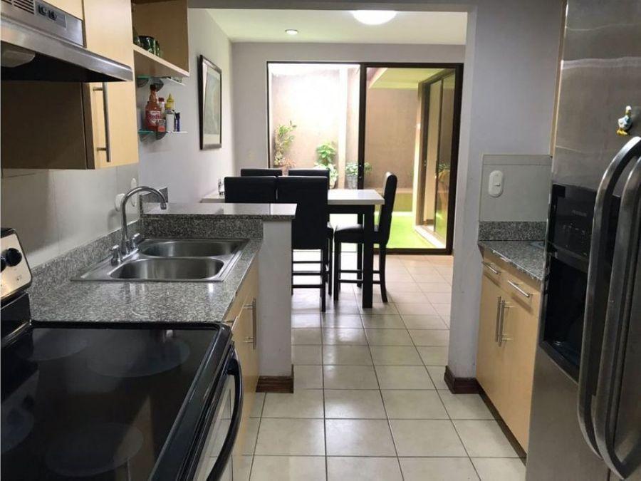 linda casa para la venta en condominio