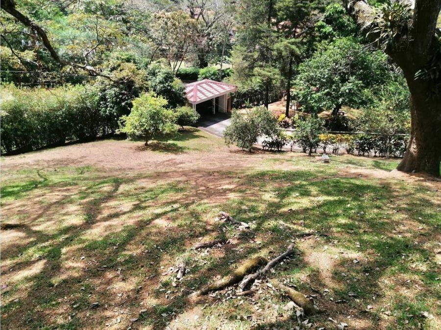 casa independiente para alquiler con uso de suelo mixto en santa ana