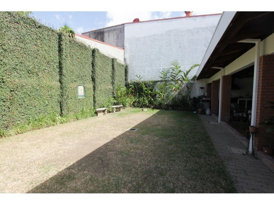casa de una planta en trejos montealegre escazu