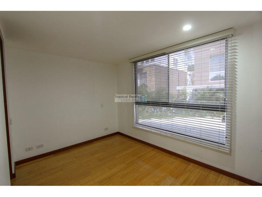 casa moderna en condominio para venta