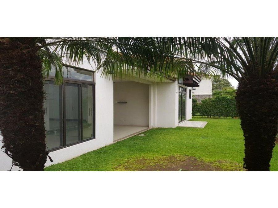 casa de lujo de una planta la hacienda santa ana