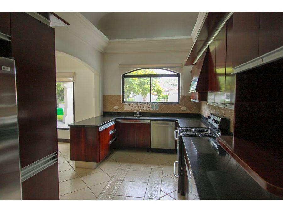 casa en alquiler o venta en lujoso condominio bosques de lindora