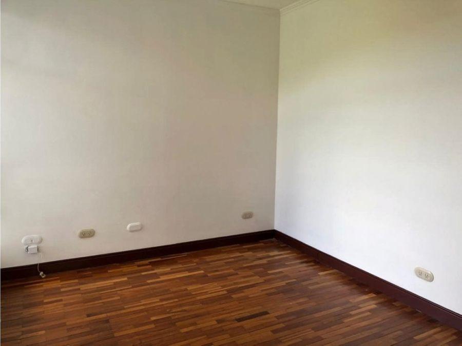 casa en alquiler escazu guachipelin sur en condominio