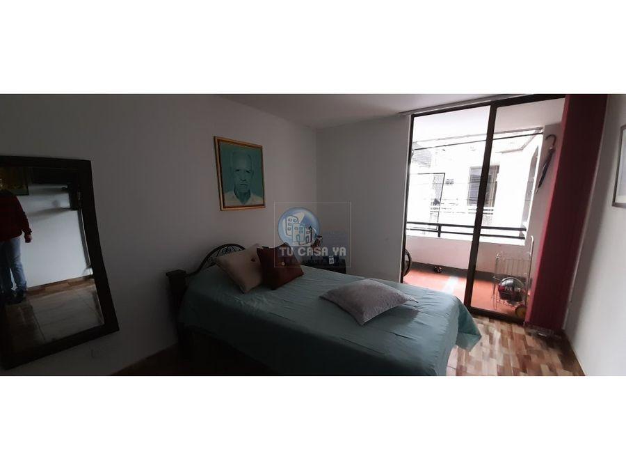 se vende apartamento en el centro remodelado parqueadero y ascensor