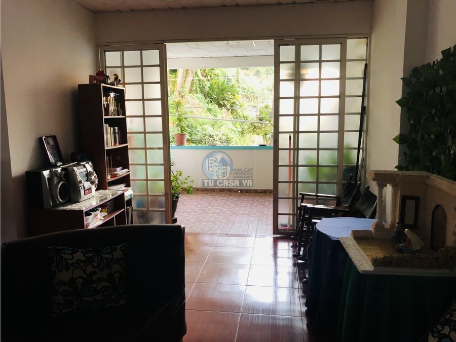 vendo casa esquinera con garaje y local