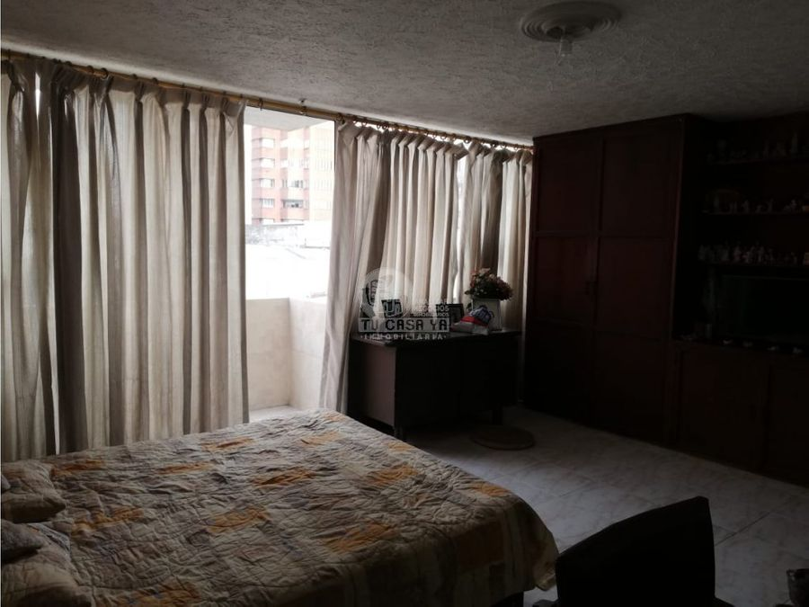 2412558 vendo amplio apartamento central