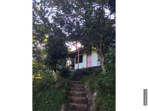 casa con jardin y vista en san roque de cumbaza