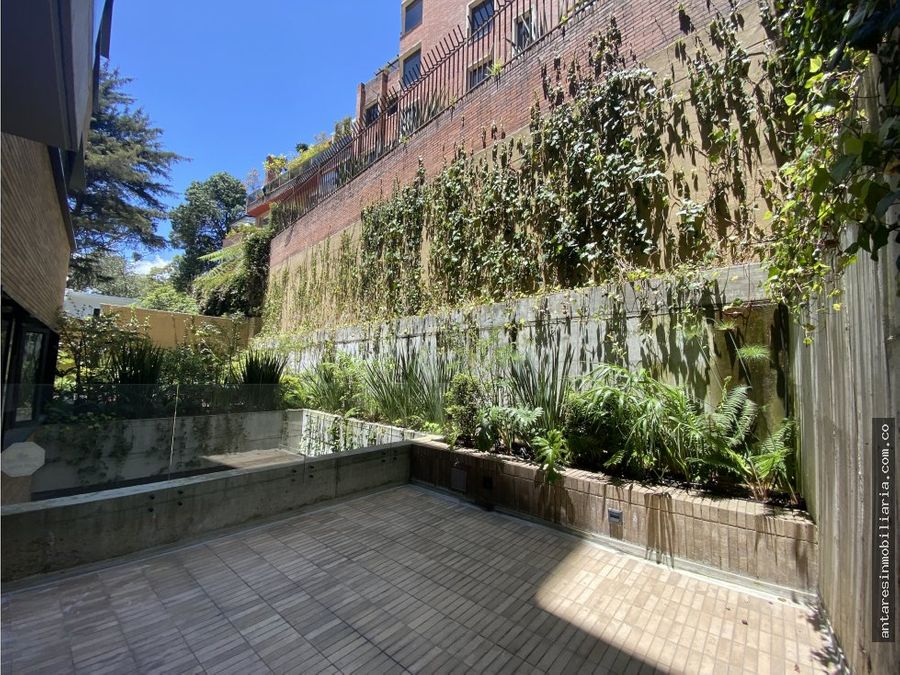 espectacular apartamento con terraza en arriendo en los rosales