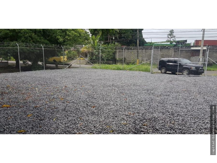 se alquilan terrenos en parque lefevre