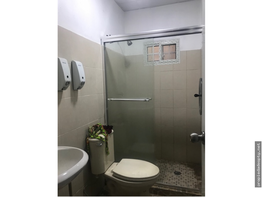 se vende local a orilla de la via en juan diaz