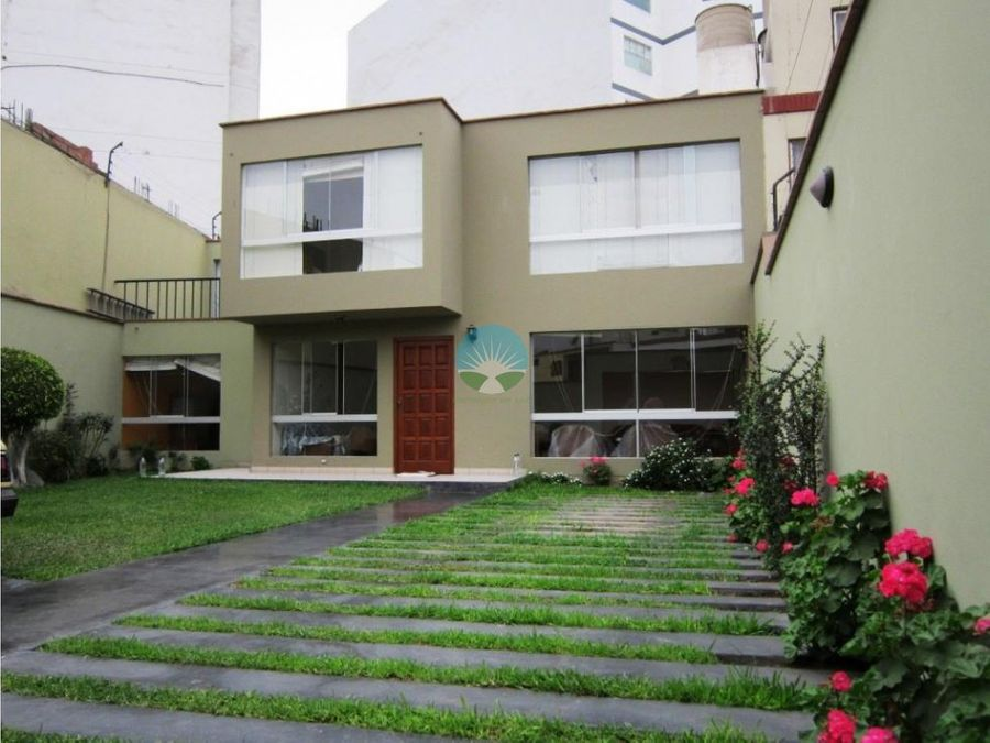 hermosa casa dos pisos a media cuadra parque