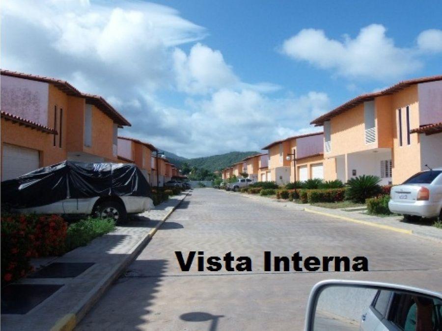 town house av circunvalacion tierra y sol