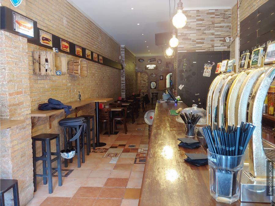 traspaso bar restaurante c2 en poblenou zona rambla con terraza