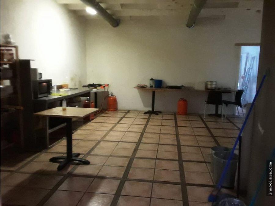 alquiler sin traspaso con salida de humos hospital clinic 300 metros