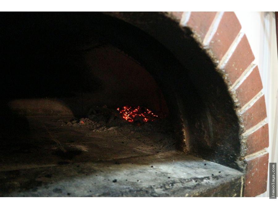 traspaso pizzeria con horno de lena en leixample