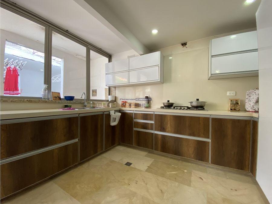 vendemos casa de dos niveles en urb camino real en manga cartagena