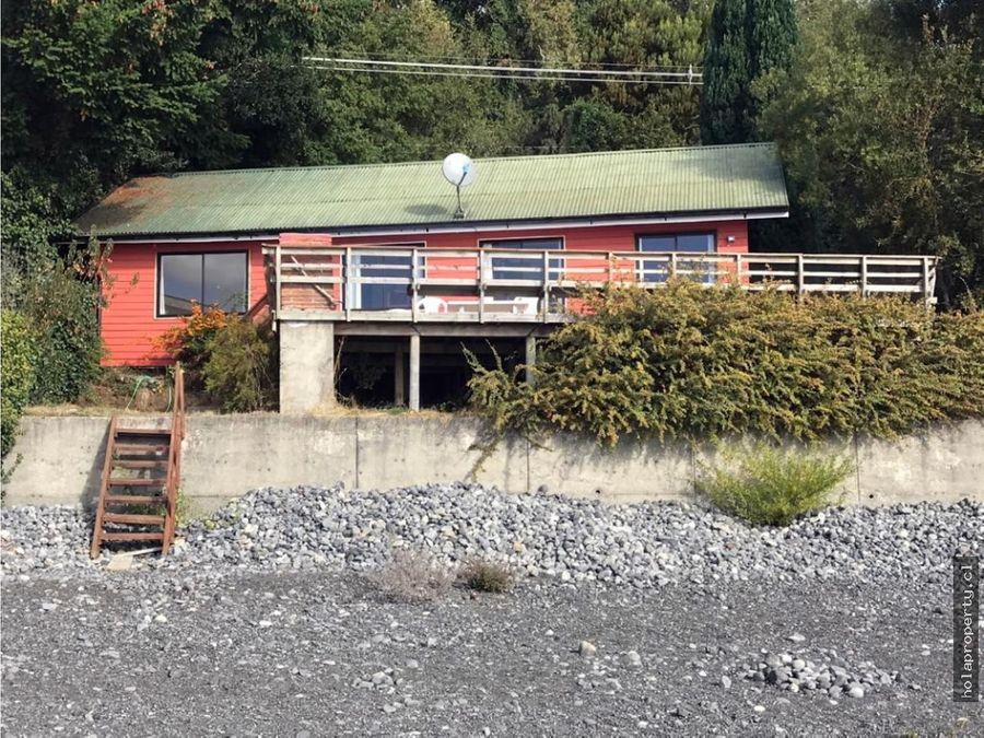 casa a orilla de lago