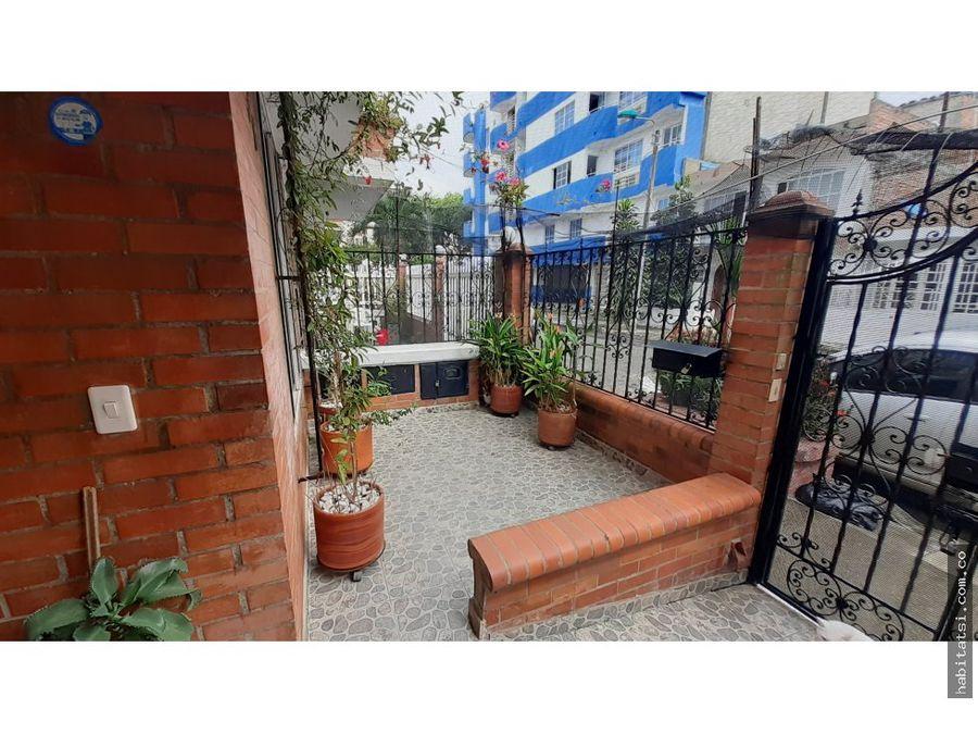 casa de 2 niveles en jardines del caney