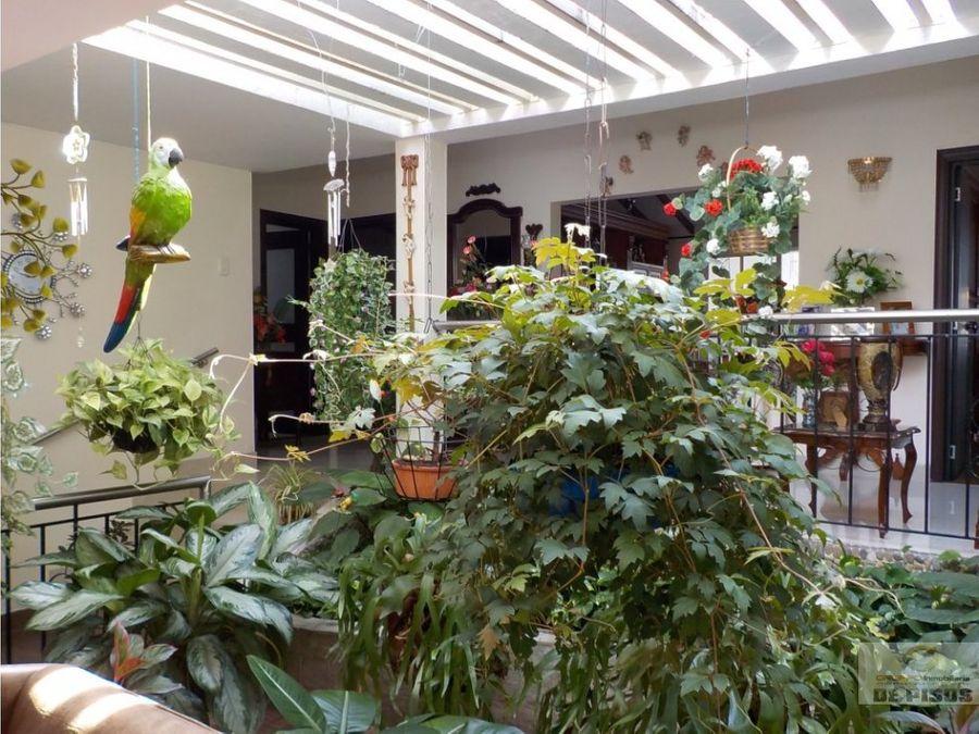 casa barrio la flora