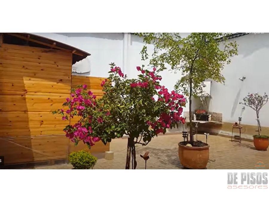 se vende casa en la flora