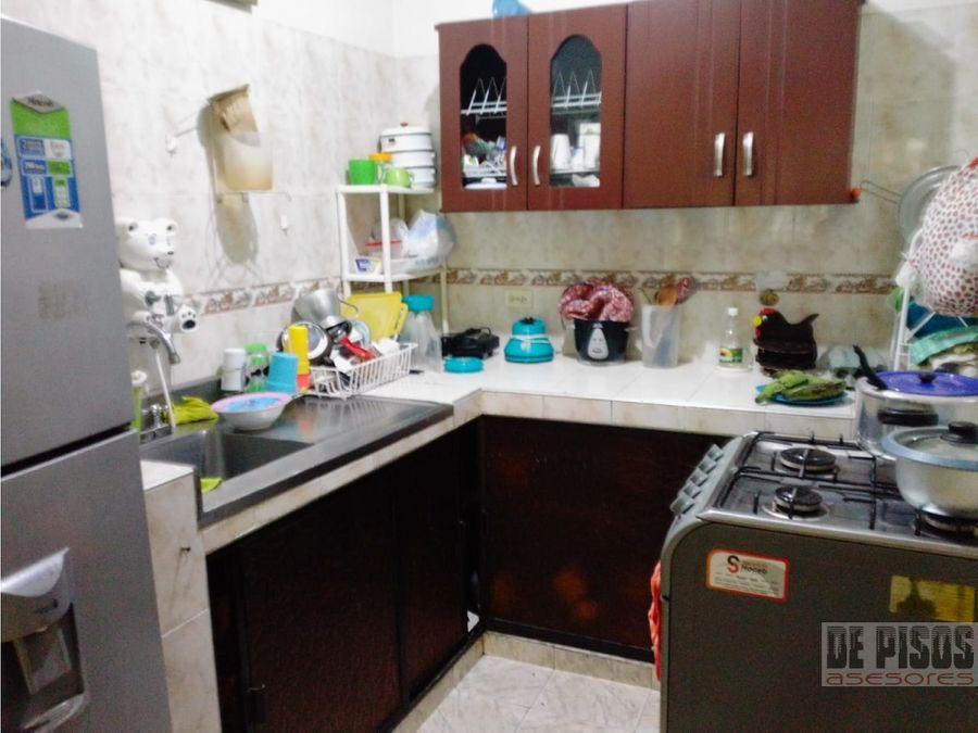 se vende apartamento primer piso barrio cristobal colon