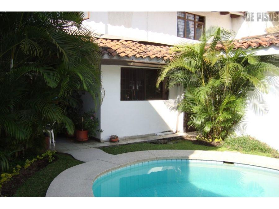 casa en la flora con piscina