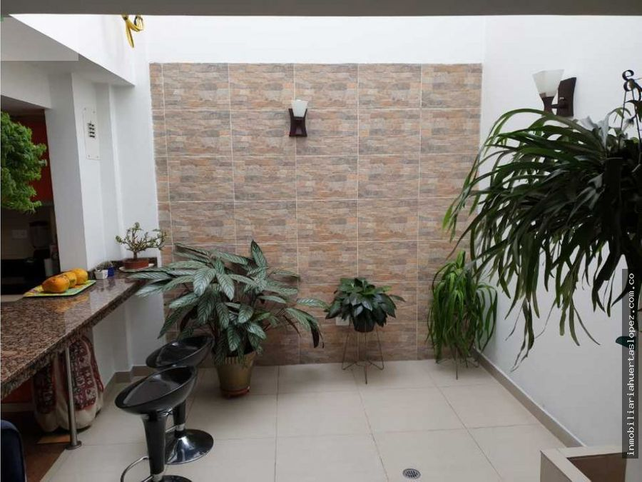 magnifica casa sector sumatambo con apartamentos