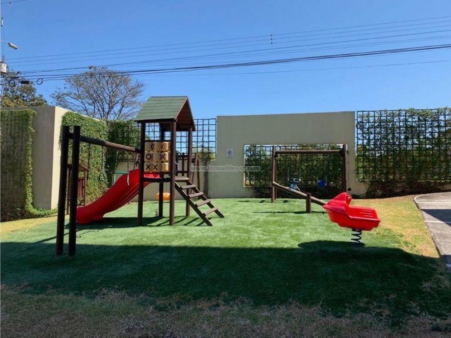 moderno apartamento con jardin