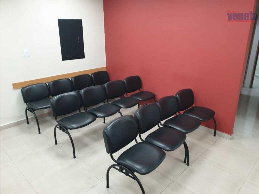 oficina con 6 cubiculos y recepcion en el este ce leonardo da vinci