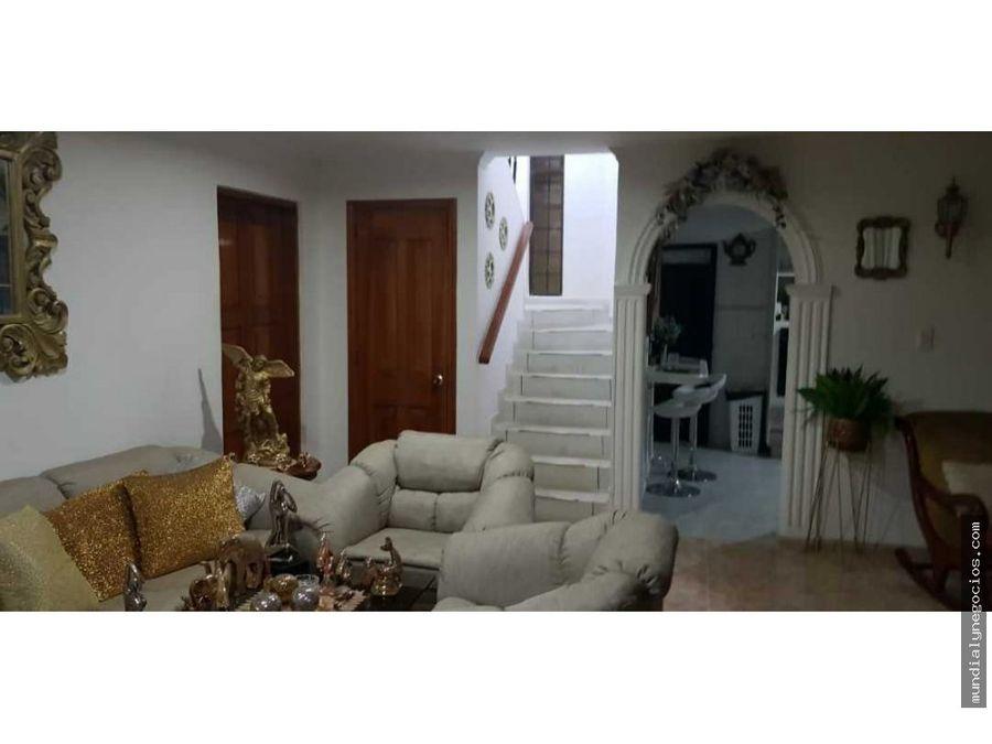 a la venta hermosa casa amplia con buenos acabados 019