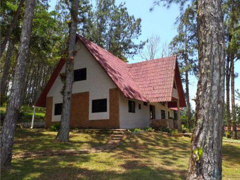 alquilo casa en cerro azul con 2 niveles y 2500 mts2 de terreno