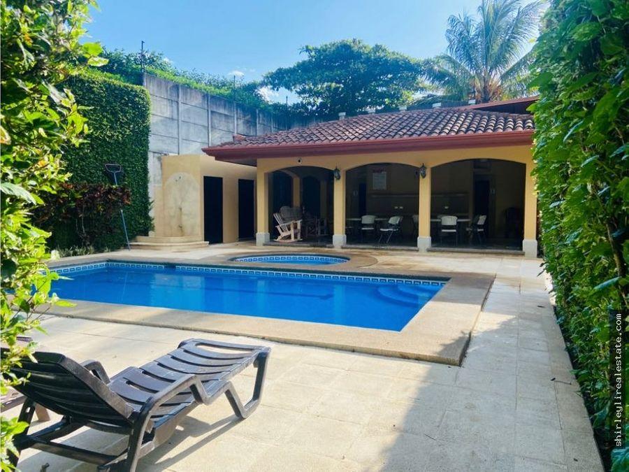alquilo casa en condominio brasil de mora