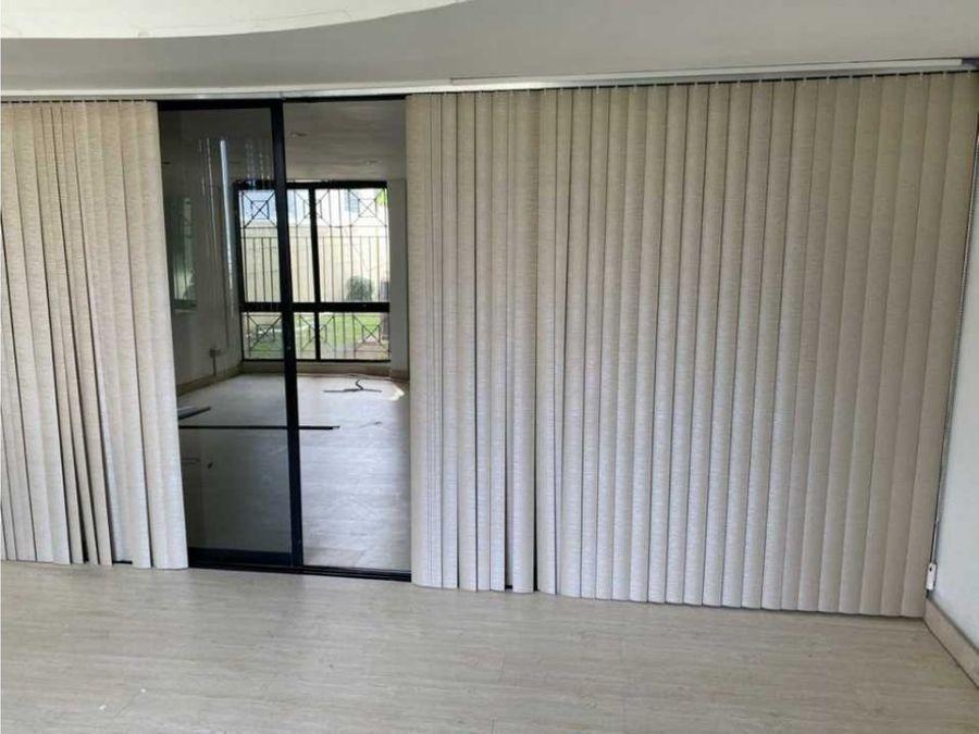 alquilo hermosa casa duplex en marbella 550 m2