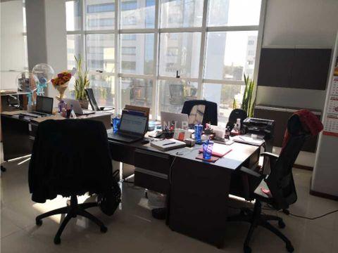 alquilo oficina de 84 m2 sobre aviadores del chaco