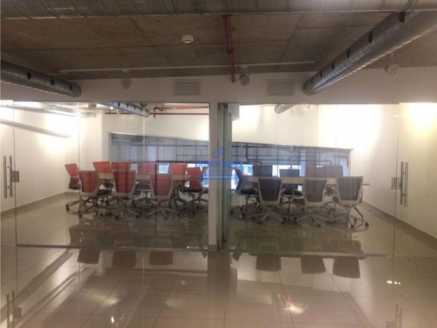 alquilo oficina de 343 metros en calle 50