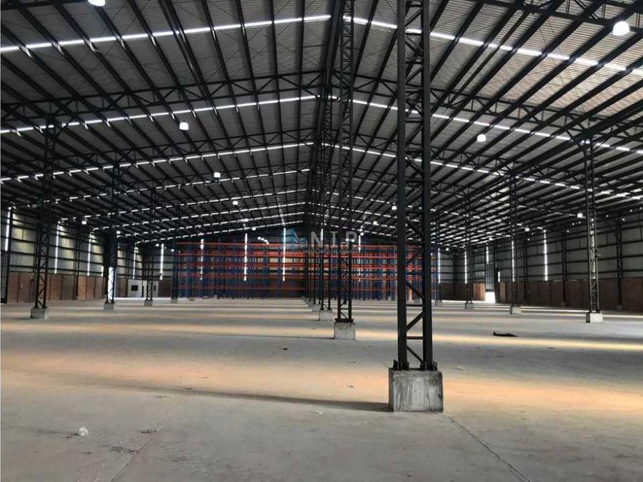 alquilo deposito de 600 m2 en complejo cerrado