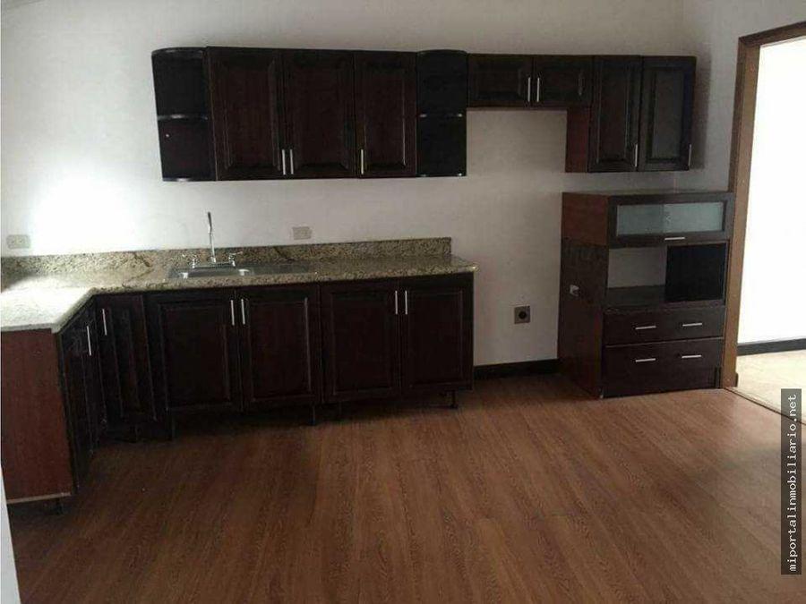 alquiler de apartamento de tres habitaciones con excelente ubicacion