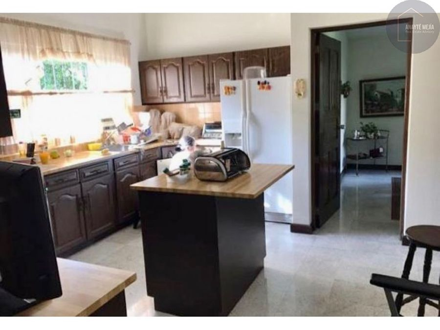 alquiler de casa grande en zona 10