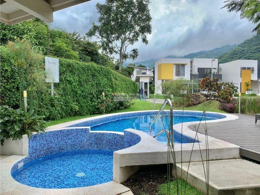 alquiler de casa de 1 planta en condominio rio oro de santa ana