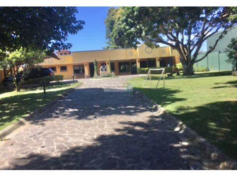 en residencial independiente casa amueblada estilo colonial alquiler