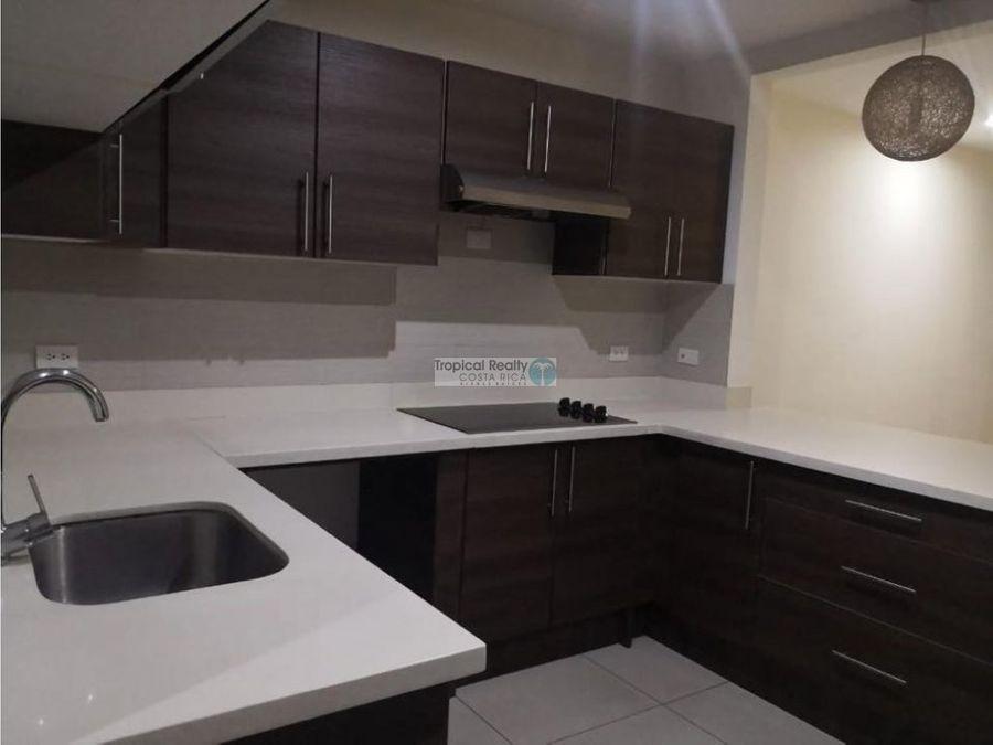 en condominio linda casa con linea blanca para alquiler en santa ana