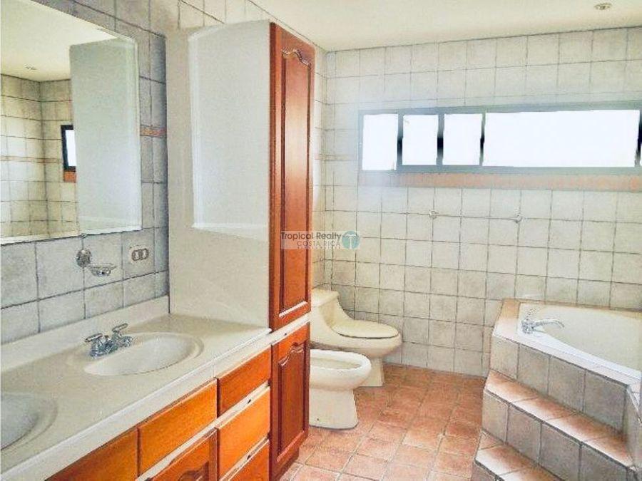 alquiler y venta de casa town house en condominio en escazu laureles